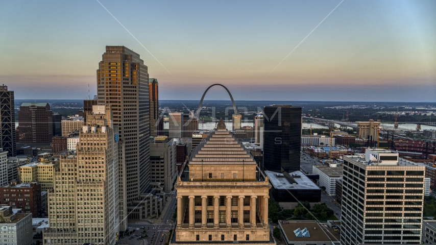 A view over the top of a courthouse to the Gateway Arch at twilight, Downtown St. Louis, Missouri Aerial Stock Photos | DXP001_036_0005