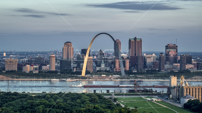 A view of the Gateway Arch at sunrise in Downtown St. Louis, Missouri Aerial Stock Photos | DXP001_038_0003