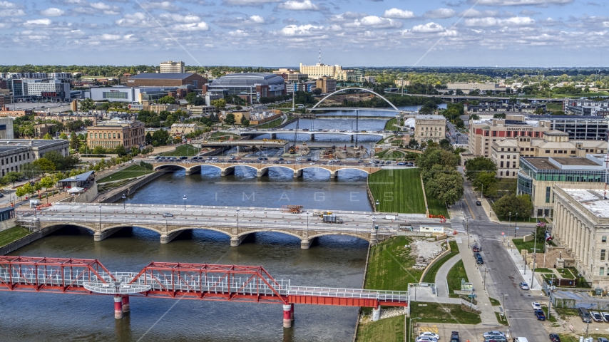 A view of of several bridges spanning the river in Des Moines, Iowa Aerial Stock Photos | DXP002_165_0006