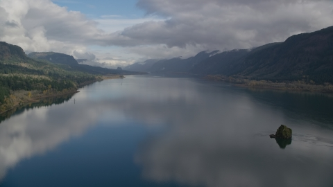 AX154_015.0000129F - Aerial stock photo of The Columbia River in the Columbia River Gorge, Washington