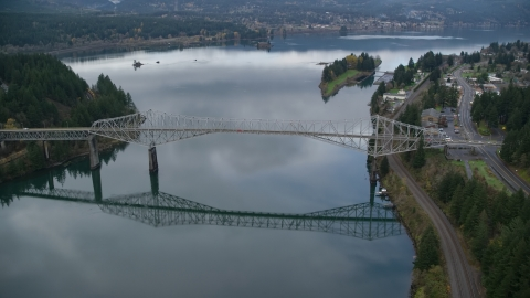 AX154_174.0000222F - Aerial stock photo of The Bridge of the Gods spanning the Columbia River in Cascade Locks, Columbia River Gorge, Oregon