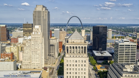 DXP001_031_0012 - Aerial stock photo of The 22nd Judicial Circuit Court building and Gateway Arch in Downtown St. Louis, Missouri