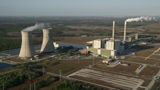 AX0018_028E - 5K stock footage aerial video of Stanton Energy Center power plant in Orlando at sunrise in Florida