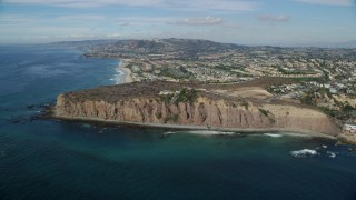 AX0159_191 - 8K stock footage aerial video approaching mansions on cliffs overlooking the ocean in Dana Point, California