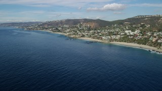 AX0159_204 - 8K stock footage aerial video of homes by 1000 Steps Beach and Table Rock Beach in Laguna Beach, California