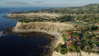 AX0161_029 - 8K stock footage aerial video of oceanfront mansions on cliffs in Rancho Palos Verdes, California