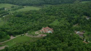 AX106_010 - 5K stock footage aerial video of a large mansion in Glenshaw, Pennsylvania