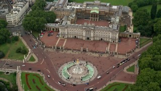 AX114_171 - 6K stock footage aerial video approach Victoria Memorial and Buckingham Palace with tourists, London, England