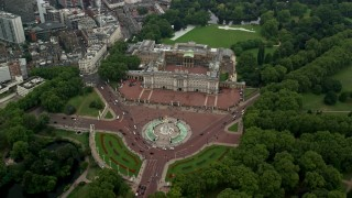 AX114_208 - 6K stock footage aerial video approach Victoria Memorial monument and Buckingham Palace, London, England