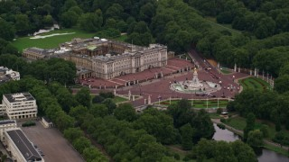 AX116_028 - 6K stock footage aerial video of approaching Buckingham Palace and Victoria Memorial, London, England, twilight