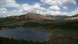 AX130_415 - 6K stock footage aerial video of a wide view of Barney Top Mesa, seen from Pine Lake, Barney Top Mesa, Utah