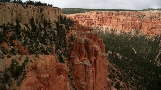 AX130_466 - 6K stock footage aerial video of approaching hoodoos overlooking box canyon, between mesas, Bryce Canyon National Park, Utah