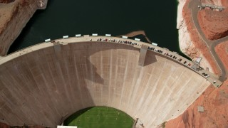 AX131_148 - 6K stock footage aerial video tilt to bird's eye view of Glen Canyon Dam and Bridge, Arizona