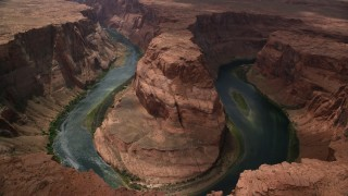 AX131_166 - 6K stock footage aerial video tilt to bird's eye view of Horseshoe Bend and Colorado River, Glen Canyon, Arizona