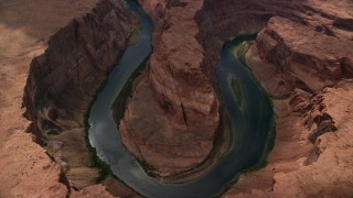 AX131_177 - 6K stock footage aerial video of tilting to Horseshoe Bend for bird's eye of the Colorado River, Glen Canyon, Arizona