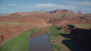 AX138_088 - 6K stock footage aerial video fly over Colorado River in Goose Neck area of Meander Canyon, Canyonlands National Park, Utah