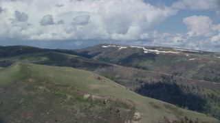 AX140_032 - 6K stock footage aerial video of a wide view of mountains with patches of snow, Utah County, Utah