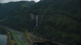 AX154_020 - 6K stock footage aerial video approaching Multnomah Falls in Columbia River Gorge, Multnomah County, Oregon