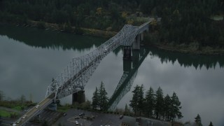 AX154_173 - 6K stock footage aerial video of Traffic crossing Bridge of the Gods in Cascade Locks, Columbia River Gorge, Oregon