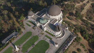 AX43_019 - 4K stock footage aerial video of a bird's eye view of Griffith Observatory, Los Angeles, California