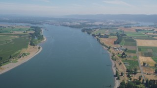 AX52_098 - 5K stock footage aerial video of Columbia River between Washington and Riverview, Oregon farmland