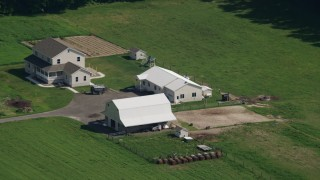 AX72_089 - 5K stock footage aerial video of a farmhouse and small barn in Hartly, Delaware