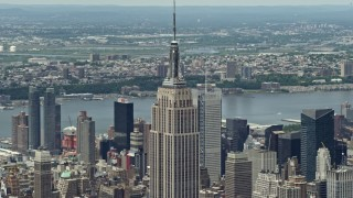 AX83_127 - 5K stock footage aerial video of Empire State Building in Midtown Manhattan, New York City