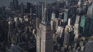 AX87_111 - 4K stock footage aerial video Flying by the top decks of Empire State Building, Midtown Manhattan, New York