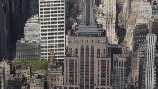 AX87_113 - 4K stock footage aerial video Flying by the top decks of the Empire State Building, Midtown Manhattan, New York