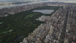 AX87_153 - 4K stock footage aerial video Fly over Upper East Side, Central Park, Metropolitan Museum of Art, New York