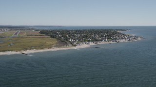 AX91_119 - 4K stock footage aerial video tilt from Long Island Sound, reveal homes and beach, Stratford, Connecticut