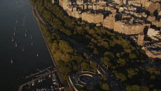 AX93_013 - 4K stock footage aerial video Flying by heavy traffic, Henry Hudson Parkway, Upper West Side, New York, sunset