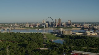 DX0001_000543 - 5.7K stock footage aerial video of a park along the river, city skyline and Arch, sunrise, Downtown St. Louis, Missouri