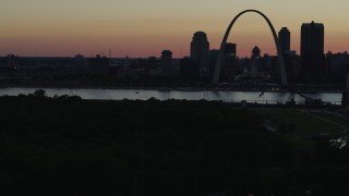 DX0001_000748 - 5.7K stock footage aerial video of a stationary view of the Gateway Arch and Downtown St. Louis, Missouri, twilight, before descending
