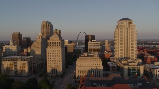 DX0001_000848 - 5.7K stock footage aerial video of the famous Arch seen from the courthouses, reveal the museum at sunset, Downtown St. Louis, Missouri
