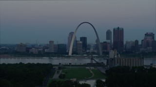 DX0001_000917 - 5.7K stock footage aerial video of slow flyby of the Gateway Arch and the skyline of Downtown St. Louis, Missouri, at twilight