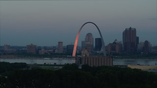 DX0001_000927 - 5.7K stock footage aerial video of the Arch reflecting sunlight in Downtown St. Louis, Missouri, at sunrise