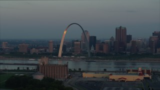 DX0001_000932 - 5.7K stock footage aerial video the Gateway Arch reflecting sunlight in Downtown St. Louis, Missouri, at sunrise