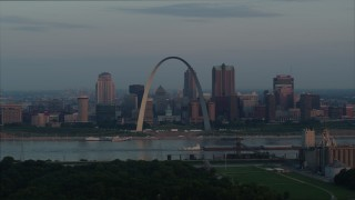 DX0001_000937 - 5.7K stock footage aerial video of a view of the Gateway Arch by the Mississippi River at sunrise in Downtown St. Louis, Missouri