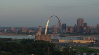 DX0001_000946 - 5.7K stock footage aerial video of the St. Louis Arch while descending at sunrise in Downtown St. Louis, Missouri