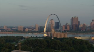 DX0001_000950 - 5.7K stock footage aerial video flyby the St. Louis Arch in the morning while descending in Downtown St. Louis, Missouri
