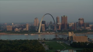 DX0001_000954 - 5.7K stock footage aerial video of the Gateway Arch and city skyline in the morning, Downtown St. Louis, Missouri