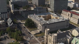 DX0002_184_023 - 5.7K stock footage aerial video ascend over church and focus on courthouse, Downtown Memphis, Tennessee