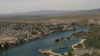 FG0001_000019 - 4K stock footage aerial video of houses and docks beside a bend in the Colorado River in Bullhead City, Arizona