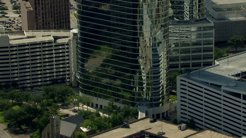 Zoom out to reveal Heritage Plaza, and zoom in on a church in Downtown Houston, Texas Aerial Stock Footage | AF0001_000271