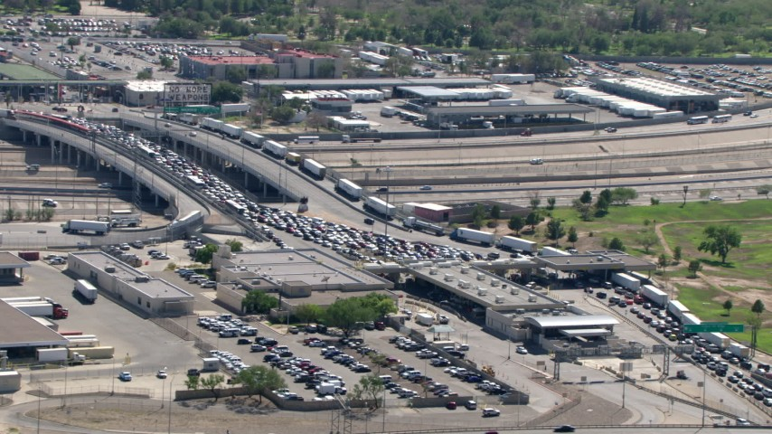 A view of heavy traffic at the Bridge of the Americas on the El Paso/Juarez Border Aerial Stock Footage | AF0001_000938