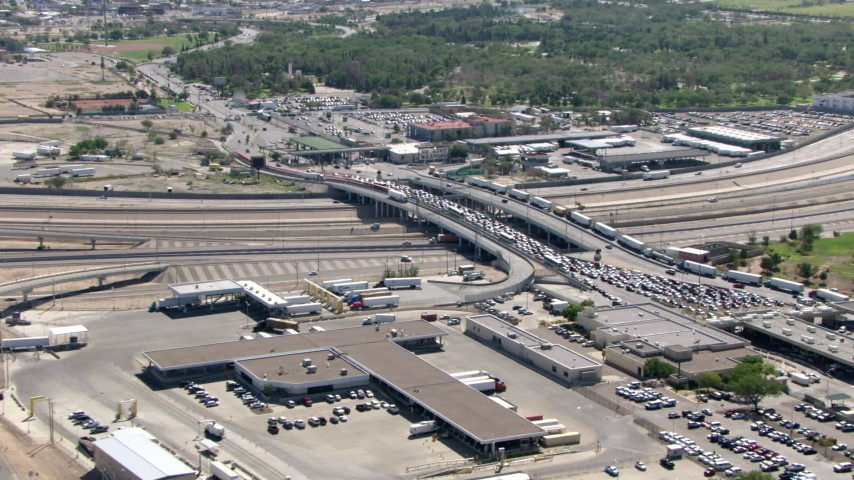 Zoom out from the Mexico sign on Bridge of the Americas, reveal heavy traffic, El Paso/Juarez Border Aerial Stock Footage | AF0001_000940