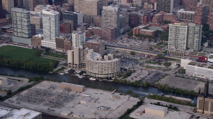 5K stock footage aerial video of the River City condo complex by the Chicago River, on a hazy day, Illinois Aerial Stock Footage | AX0001_072