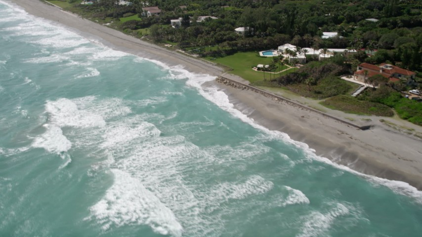 5K stock footage aerial video tilt to reveal beachfront mansions in Hobe Sound, Florida Aerial Stock Footage | AX0019_026