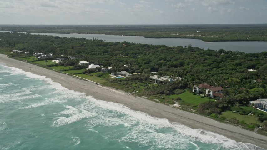 5K stock footage aerial video tilt to reveal beachfront mansions in Hobe Sound, Florida Aerial Stock Footage | AX0019_026E